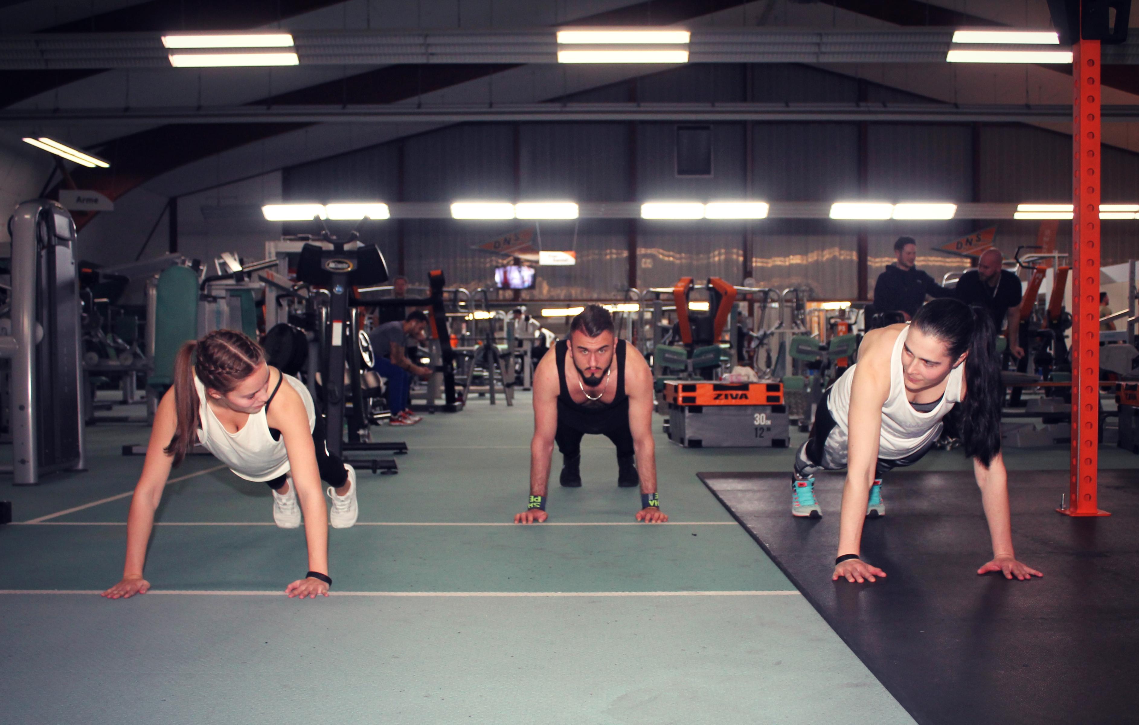 Abnehmen und Ton im Fitnessstudio